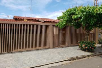 Alugar Casa / Padrão em Bady Bassitt. apenas R$ 1.600,00