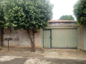 Alugar Casa / Padrão em Catanduva. apenas R$ 200.000,00
