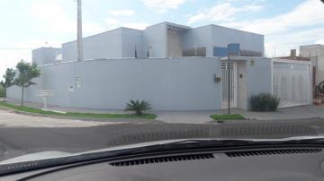 Alugar Casa / Padrão em Mirassol. apenas R$ 1.800,00