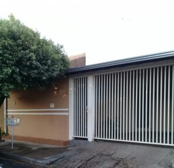 Alugar Casa / Padrão em Mirassol. apenas R$ 190.000,00
