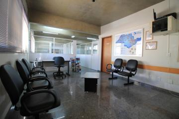 Comercial / Sala/Loja Condomínio em São José do Rio Preto Alugar por R$1.800,00