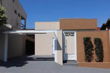 Casa / Padrão em Mirassol , Comprar por R$215.000,00